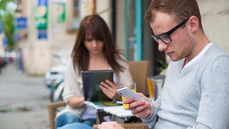 Read more about the article Почему так сложно противостоять силе социальных сетей